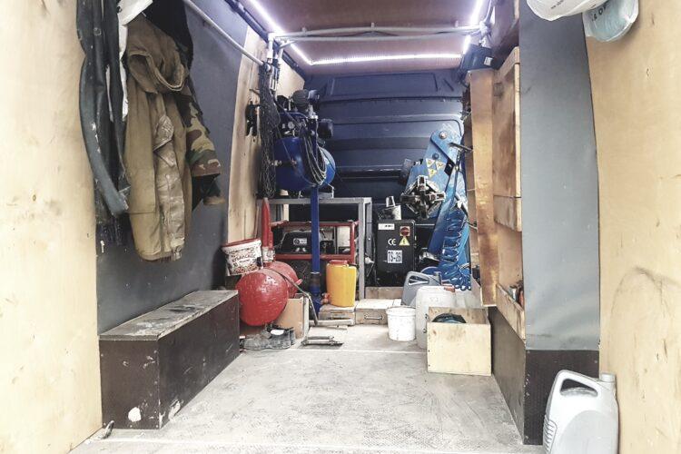 Выездной шиномонтаж для грузовой техники 13